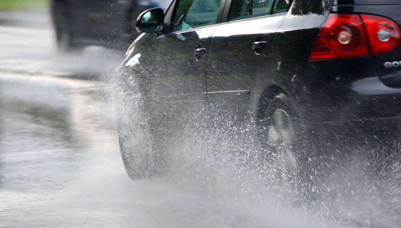 conduciendo con lluvia