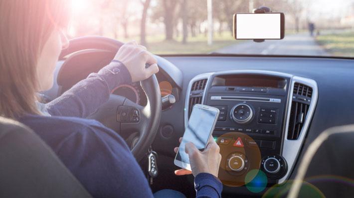auto-uso-celular