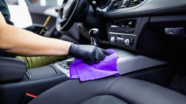 cómo desinfectar el interior del auto